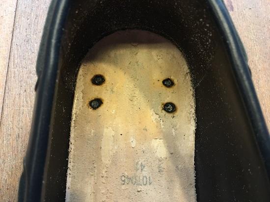 4本の釘しか打たれてない靴