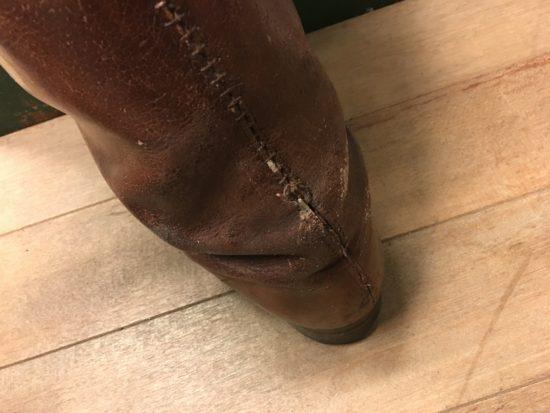 修理前の軍靴の踵