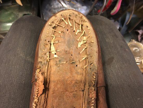 軍靴のアウトソールを剥がした状態