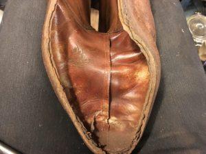軍靴の中底を剥がした状態