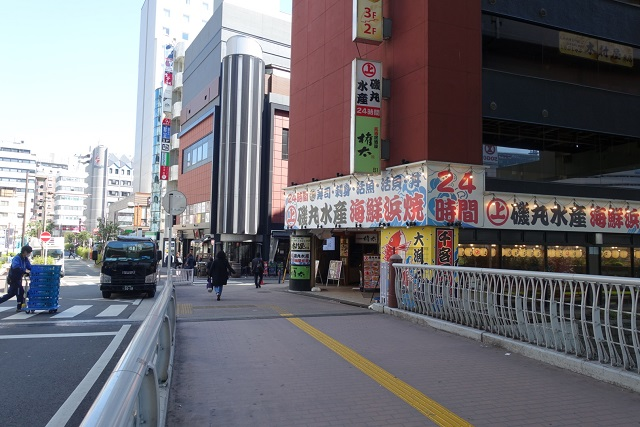横浜駅からの歩き方|磯丸水産を右折
