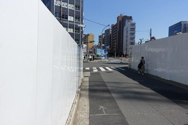 横浜駅からの歩き方|東急フラワー緑道入り口前の交差点