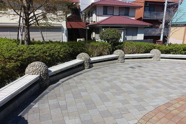 横浜駅からの歩き方|東急フラワー緑道休憩所