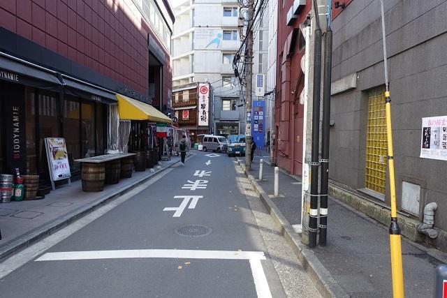 横浜駅からの歩き方|細い路地