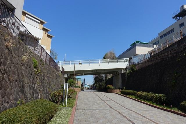 横浜駅からの歩き方|東急フラワー緑道トンネル出口