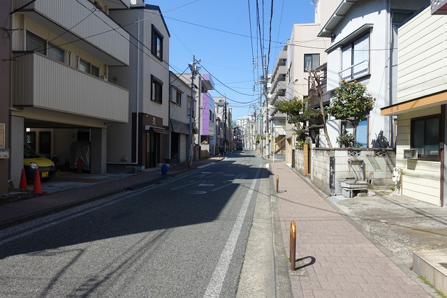 横浜駅からの歩き方|住宅街を直進