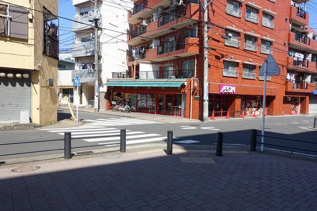 横浜駅からの歩き方|マイバスケットを左折