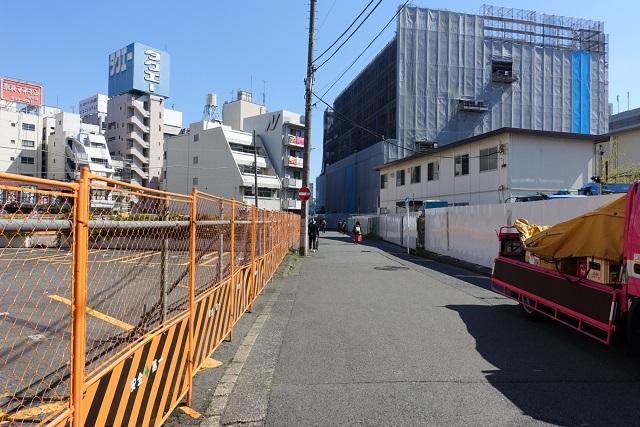 横浜駅からの歩き方|道を直進