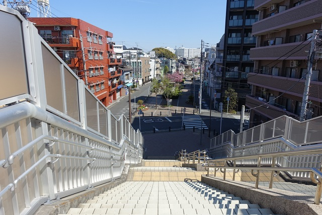 横浜駅からの歩き方|東急フラワー緑道階段