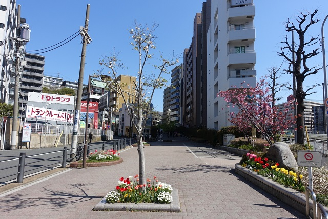 横浜駅からの歩き方|東急フラワー緑道入り口